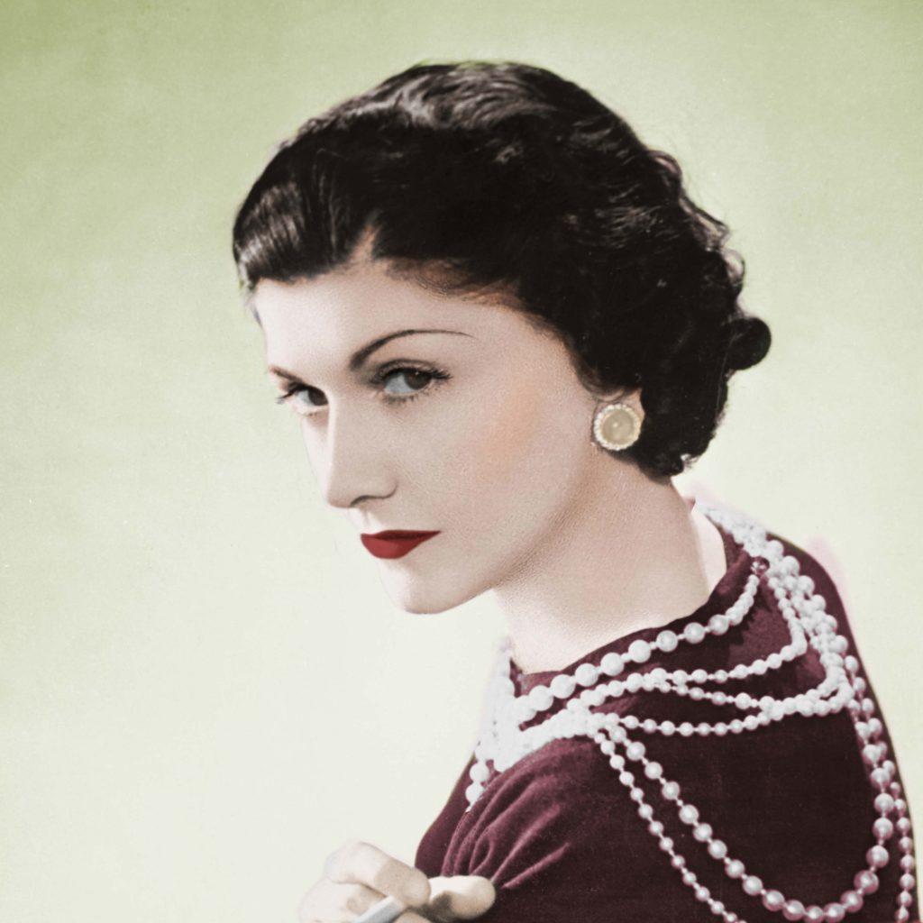 Mademoiselle Chanel a libéré les femmes et coupé se cheveux.